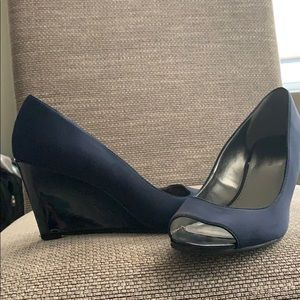 Blue wedge peep toe pumps